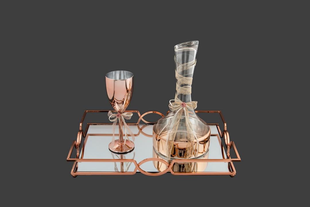 σετ γάμου καράφα, ποτήρι και δίσκος σε ροζ gold απόχρωση με κορδέλες ιβουάρ