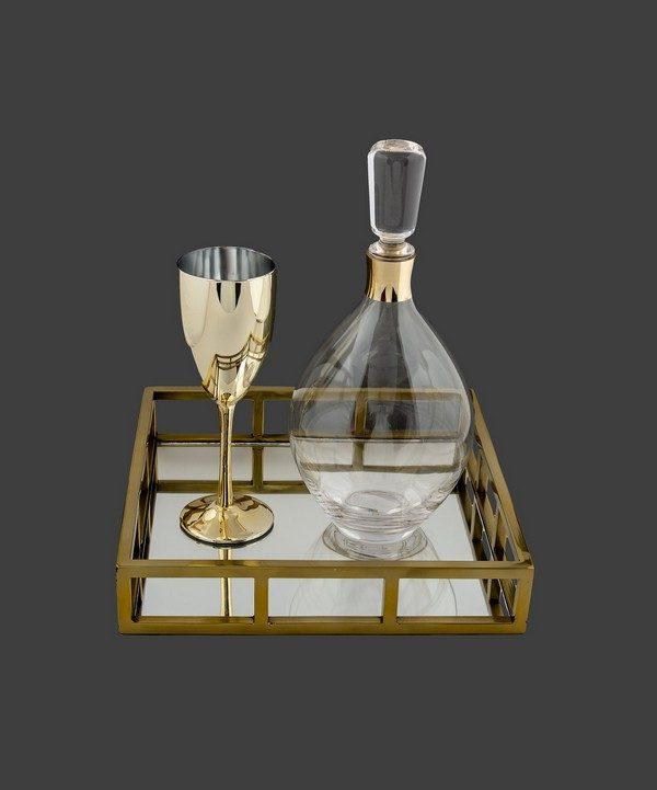Ολοκληρωμένο σετ γάμου με χρυσό ποτήρι.