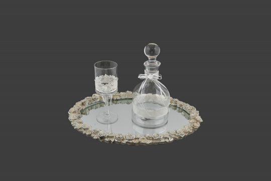 Καράφα και ποτήρι με λευκή δαντέλα