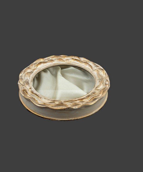 Στεφανοθήκη ρομαντική, σε απόχρωση ιβουάρ-χρυσό.