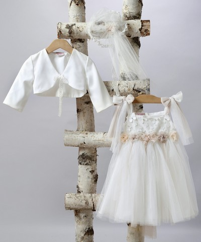 Ιδιαίτερο φόρεμα βάπτισης για κορίτσι.